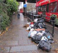 śmieci w mieście
