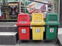 kolorowe kosze na odpady